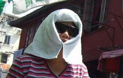 上海户外劳动者注重自身防护