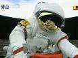 翟志刚返回轨道舱