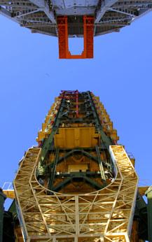 辉煌的卫星发射塔架