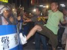 台湾绿营分子和警察冲突