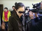 11月27日,黄静在北京领到海淀区人民检察院出据的刑事赔偿决定书。