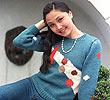 1987年拍摄的上海年轻人穿着流行的粗线毛衣和牛仔裤