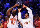NBA全明星赛:OK组合合捧MVP奖杯