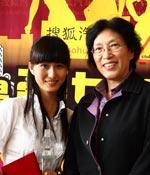 和评委合张影 最爱女主播 2009上海车展