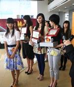 获奖了 高兴啊 最爱女主播 2009上海车展