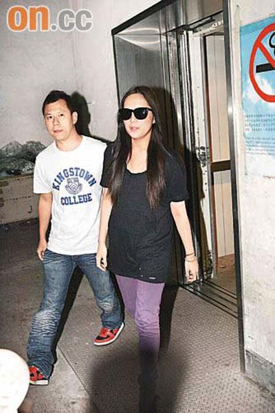 卫兰自妹妹获释后,心情轻松不少,昨日化妆开工。