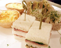 第一层是咸味的各式三明治