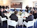 八国领导人8日在意大利聚首